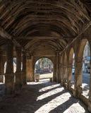 Откалывать Campden, Gloucestershire, Великобритания Выйдите Hall вышед на рынок на рынок, историческое сдобренное здание стоя в ц стоковое изображение rf