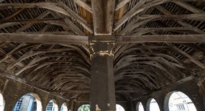 Откалывать Campden, Gloucestershire, Великобритания Потолок рынка Hall, исторического сдобренного здания стоковая фотография rf