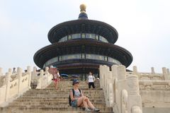 Отклонение к Temple of Heaven, один из символов Пекин стоковые изображения rf