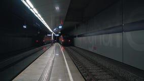 Отклонение поезда в современном метро видеоматериал