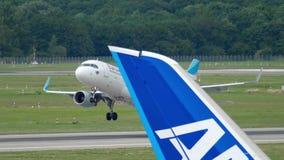 Отклонение самолета от Дюссельдорф акции видеоматериалы