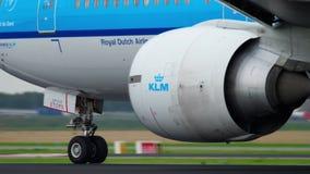 Отклонение KLM Боинга 777 акции видеоматериалы