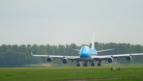 Отклонение KLM Боинга 747 сток-видео