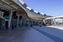 Отклонения строя на ультра современном авиапорте Faro в Portu стоковые фото
