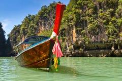 Отключение залива Phang Nga на шлюпке длиннего кабеля Стоковая Фотография RF