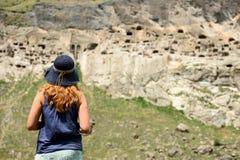 Откройте городок пещеры Vardzia в Грузии стоковые фотографии rf