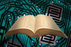 Открывать код библии стоковая фотография rf
