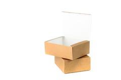 Открытая и закрытая картонная коробка 2 или коричневые wi бумажной коробки Стоковые Изображения
