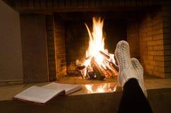 Открытая книга около горящего огня стоковые изображения