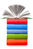 Открытая книга с светлым креном страницы на стоге покрашенной книги Стоковое Фото