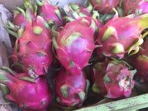 Открытие Чайна-тауна: Dragonfruit стоковые изображения rf