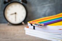 Открытка концепции 1-ое сентября, день ` учителей, назад к школе или коллежу, поставки, будильник Стоковые Фотографии RF