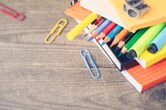 Открытка концепции 1-ое сентября, день ` учителей, назад к школе или коллежу, поставки, плоское положение Стоковая Фотография RF