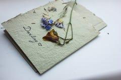 Открытка от высушенных цветков Стоковое Изображение