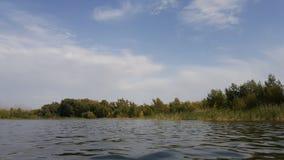 Открытое море и небо с облаками над им Взгляд над поверхностью воды в природе стоковое фото rf