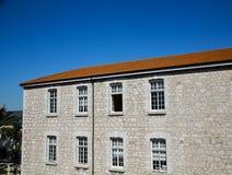 Открытое окно в каменном здании стоковая фотография