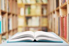 открытое предпосылки изолированное книгой Стоковые Фото