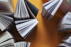 Открытые книги стоковые изображения rf