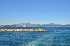 Открытые моря пристани Средиземного моря и камня, порта марселя, Франции Стоковые Фотографии RF