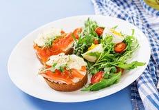Открытые сандвичи с плавленым сыром семги, и хлебом рож стоковое изображение rf