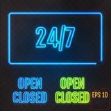 Открытый, закрытый, 24/7 часов неонового света на прозрачной предпосылке 2 Стоковые Фото