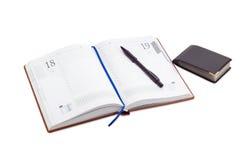 Открытый дневник дела, ручка на ем, бумажник для визитных карточек Стоковые Фотографии RF