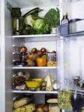 Открытый холодильник заполненный с едой стоковое фото