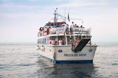 Отклонение белого touristic корабля Стоковое Изображение RF