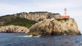 Отключение корабля вокруг маяка острова Капри видеоматериал