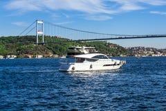 Отключение яхты Bosphorus стоковые фотографии rf