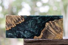 Отливка бара узелка Afzelia деревянная с эпоксидной смолой стабилизируя для пробелов стоковые фотографии rf