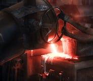 Отливка процесс производства в жидкостном материале обычно полита в прессформу стоковое изображение rf