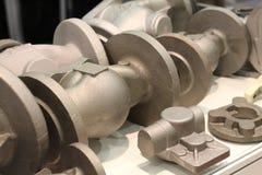 Отливки от сплавленный и нержавеющие стали Бросая металлы стоковые изображения