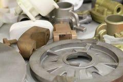 Отливки от сплавленный и нержавеющие стали Бросая металлы стоковые изображения rf