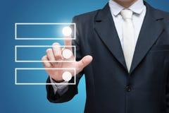 Отметка контрольного списока контрольной пометки касания бизнесмена изолированная на голубой предпосылке Стоковое Изображение RF