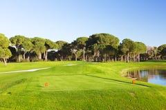 Отметка на teeing земле поля для гольфа Стоковое Фото