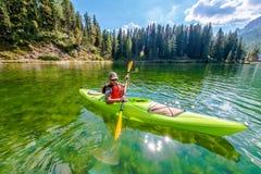 Отмелое путешествие каяка озера стоковое изображение