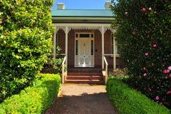 отнесенный дом фронта входа двери Стоковые Изображения RF