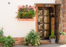 отнесенный дом фронта входа двери Стоковая Фотография RF