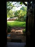 отнесенный дом фронта входа двери Стоковое Фото