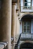 Отображайте балконы, террасы с сводами и столбцы в итальянском дворе в Львове, Украине Стоковые Фотографии RF