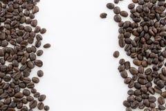Отображайте кофейные зерна изолята для пользы как предпосылка Стоковое фото RF