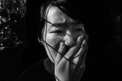 Отожмите женщину в клетке с светом Стоковое Фото