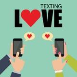 Отправка СМС влюбленности и социальные средства массовой информации датируя болтовню Стоковое Фото