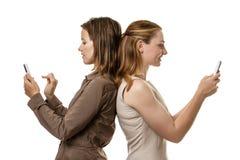 Отправка СМС женщин Стоковые Изображения RF