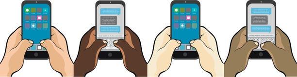 Отправка СМС на телефоне вручает большие пальцы руки стоковые фотографии rf