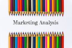 Отправьте СМС анализ маркета на предпосылке карандаша цвета/концепции дела Стоковые Изображения