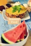 Отправьте СМС еда, морские звёзды, ананас и арбуз лета Стоковые Изображения RF
