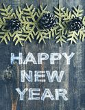 Отправьте СМС счастливый Новый Год на деревянной предпосылке текстуры в винтажном стиле Стоковое Изображение