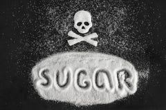 Отправьте СМС форма сахара и черепа от сахара на черной предпосылке, концепции стоковая фотография rf